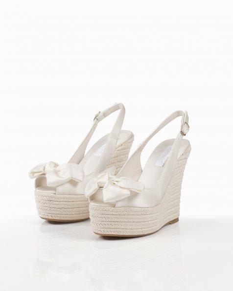 米白色蝴蝶结装饰色丁婚礼坡跟鞋,灰绿针草编织鞋底,鞋跟高100 mm。 ROSA CLARA COUTURE 新品系列 2018.