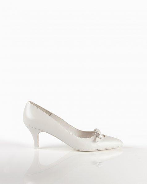 米白色真皮婚纱鞋,鞋跟高55 mm。 ROSA CLARA COUTURE 新品系列 2018.