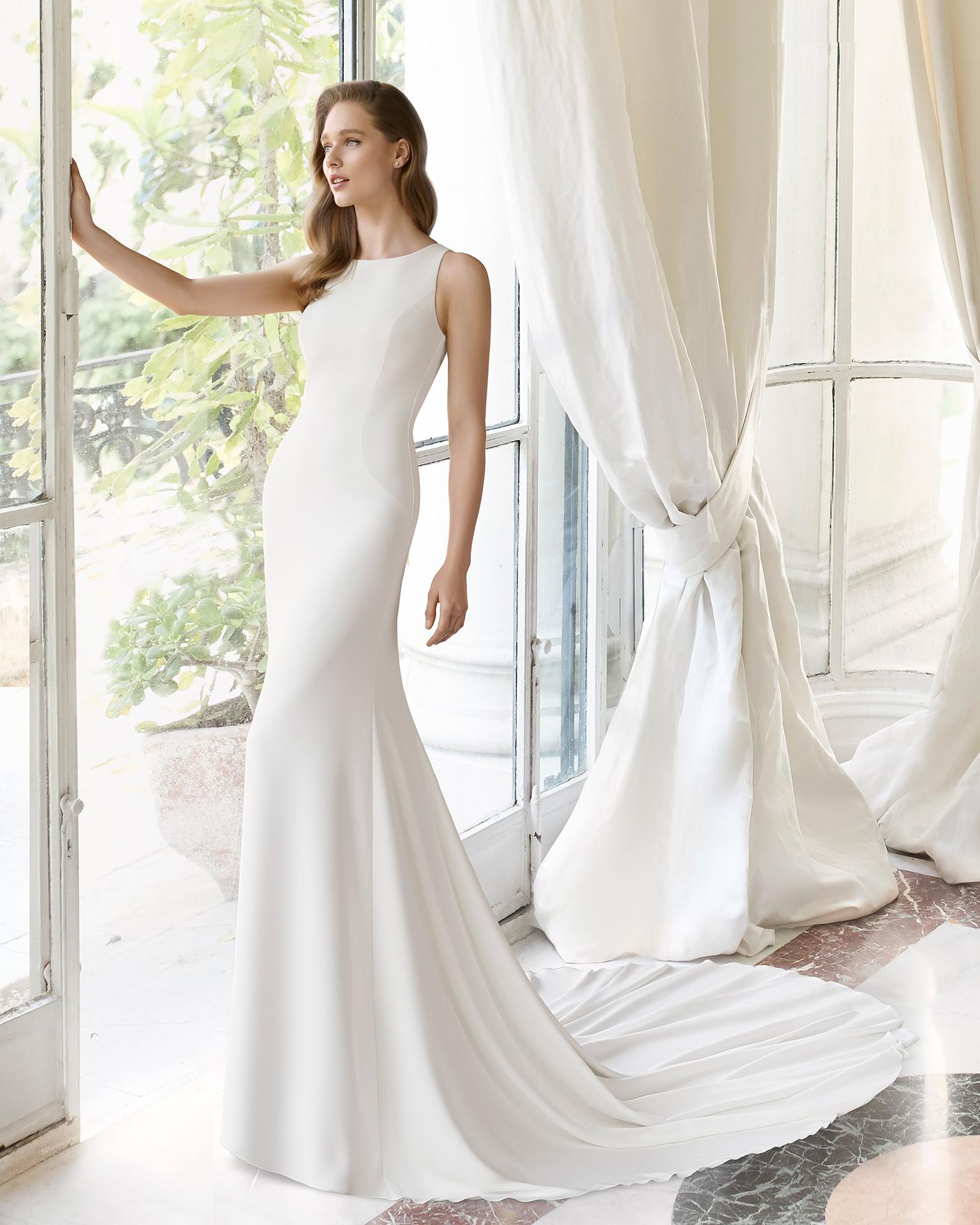 Rosa Clarà a présenté des robes sirène qui allient simplicité, élégance et  sensualité. Parmi les propositions, d\u0027élégantes robes de style sirène en  crêpe de