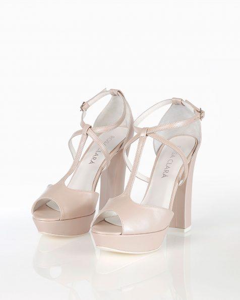 Sandales de mariée en cuir, avec plate-forme, talon haut et fermées à l'arrière, disponible en couleur naturelle et nude. Collection ROSA CLARA COUTURE 2019.