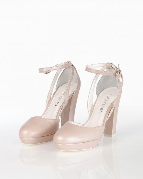 Chaussures de mariée style escarpins, en cuir avec talon haut, disponible en couleur naturelle et nude. Collection ROSA CLARA COUTURE 2019.