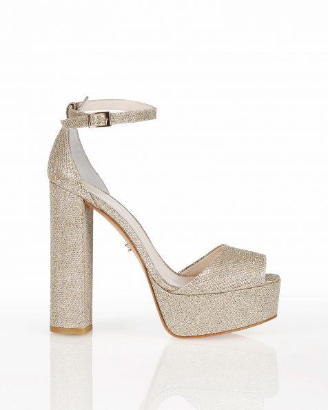 Sandales de mariée résille avec plate-forme, talon haut et fermées à l'arrière, disponible en couleur blanche et platine. Collection ROSA CLARA COUTURE 2019.