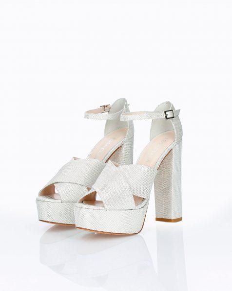 Sandales de mariée en résille. Avec talon haut, plate-forme et talon fermé à l'arrière. Disponible en blanc et nude. Collection ROSA CLARA COUTURE 2019.