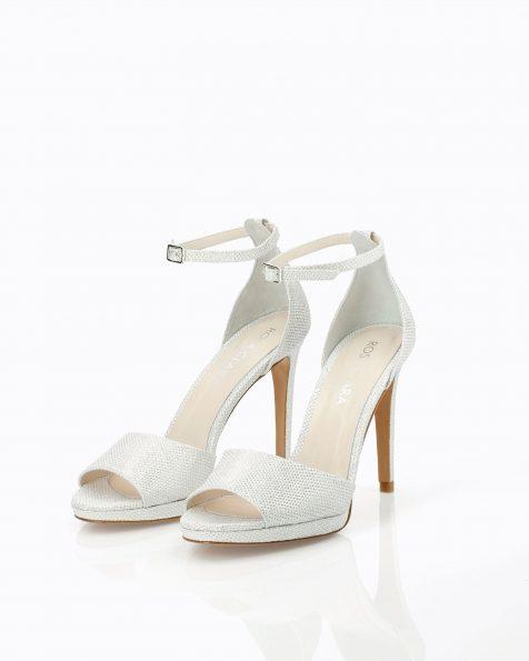 Sandales de mariée en résille. Avec talon haut, bride et talon fermé à l'arrière. Disponible en blanc et nude. Collection ROSA CLARA COUTURE 2019.