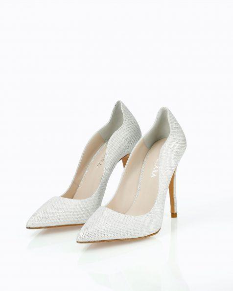 Chaussures de mariée style escarpins en résille. Avec talon haut et intérieur ondulé. Disponible en blanc et nude. Collection ROSA CLARA COUTURE 2019.