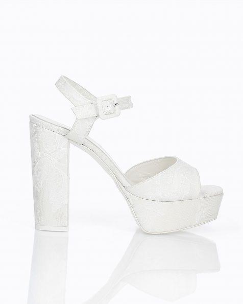 Sandales de mariée en dentelle. Avec talon haut et plate-forme. Disponible en couleur naturelle. Collection ROSA CLARA COUTURE 2019.