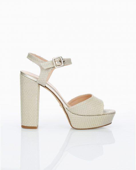 Sandales de mariée en résille. Avec talon haut et plate-forme. Disponible en couleur naturelle, or et gris acier. Collection ROSA CLARA COUTURE 2019.