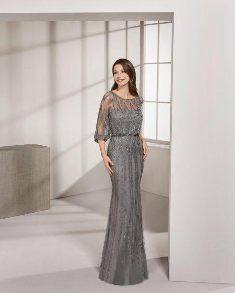 .2019 مجموعة فساتين ROSA CLARA COCKTAIL فستان طويل لحفل الكوكتيل مزين بالخرز. ذو تقويرة عريضة وكمّ طويل.