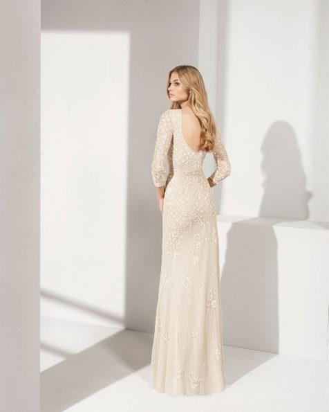 .2019 مجموعة فساتين ROSA CLARA COCKTAIL فستان طويل لحفل الكوكتيل مزين بالخرز. بكمّ طويل وتقويرة شبه دائرية دون ياقة وفتحة ظهر كبيرة.
