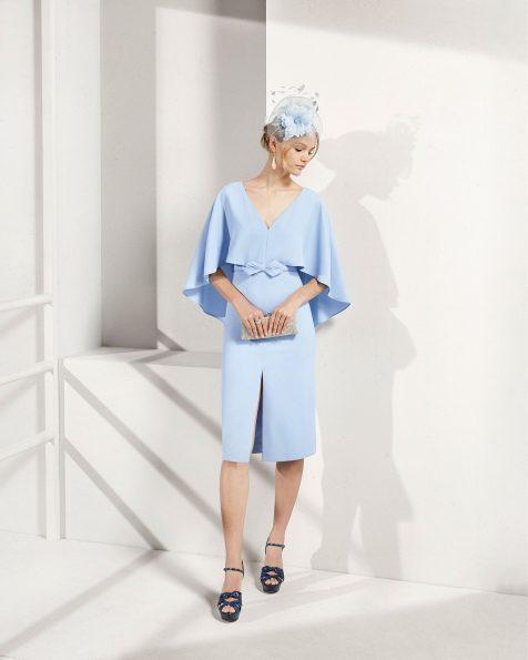 Short crepe cocktail dress. V-neckline and slit skirt. 2019 ROSA CLARA COCKTAIL Collection.