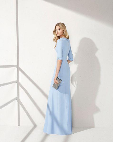 Vestido de fiesta de crepe y pedrería. Escote V y apertura en falda. Colección ROSA CLARA COCKTAIL 2019.