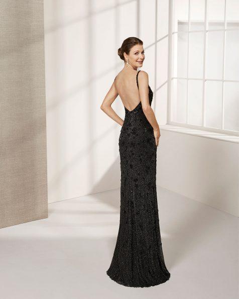 长款珠饰礼服。深V领低背配披肩设计。 ROSA CLARA COCKTAIL 新品系列 2019.
