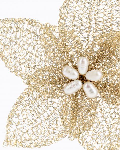 金色和粉色T02宝石镶饰花卉设计银丝珍珠头饰发卡。 ROSA CLARA COUTURE 新品系列 2019.