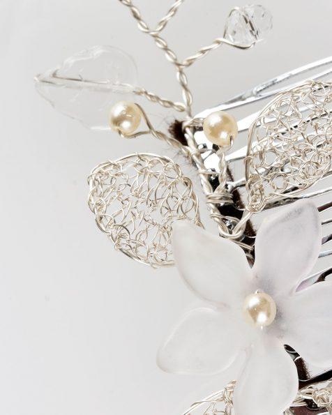 Peineta joya Olivia de hojas en hilo de plata, cristal y perlitas, en color plata . Colección ROSA CLARA COUTURE 2019.