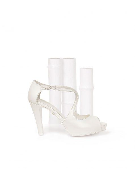 Chaussures de mariée en cuir avec nœud, talon de 95mm, de couleur naturelle. Collection ROSA CLARA COUTURE 2019.
