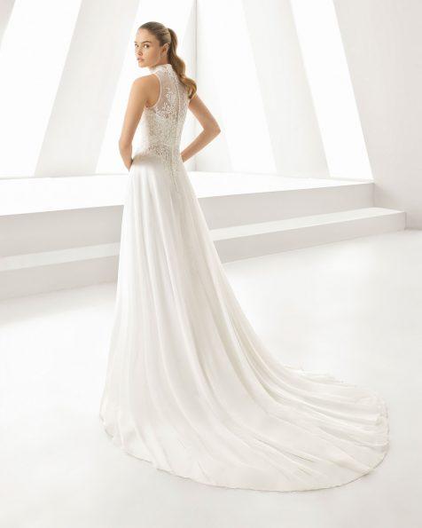 Vestido de novia estilo línea A en gasa y encaje. Escote corazón. Disponible en color natural. Colección ROSA CLARA 2019.
