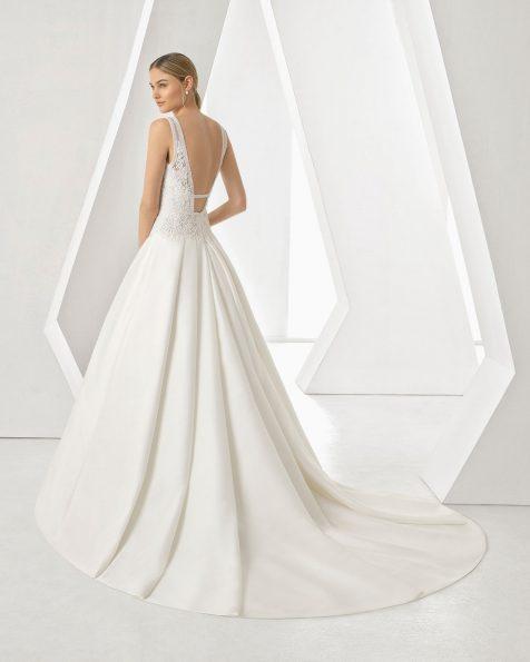 Vestido de noiva corte evasé de sienna, renda e brilhantes. Decote em V e costas decotadas. Disponível em cor marfim. Coleção ROSA CLARA 2019.