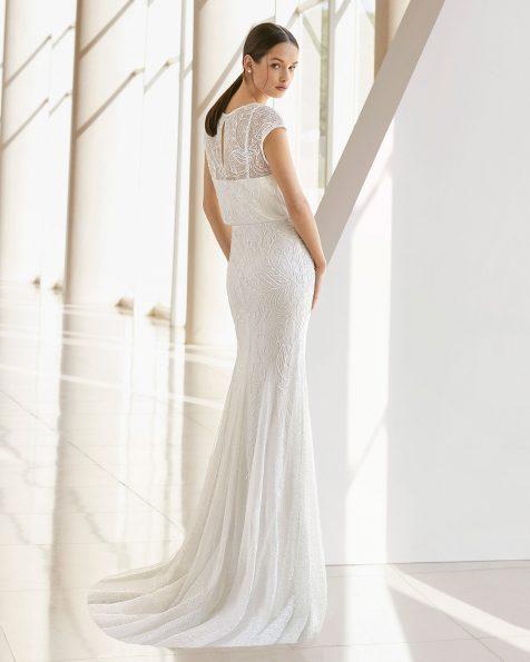 Vestido de novia corte sirena de pedrería. Ablusonado de manga corta. Disponible en color natural. Colección ROSA CLARA SOFT 2019.