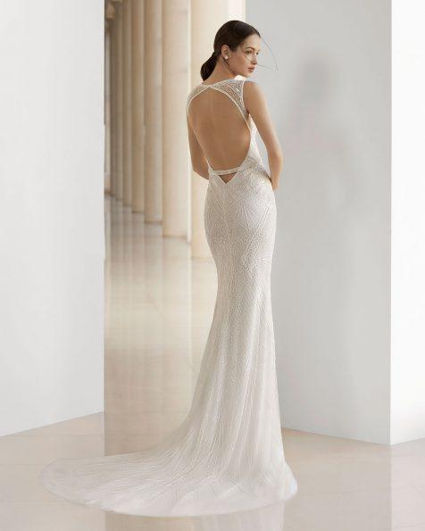 Vestido de novia corte sirena de pedrería. Escote V y espalda lágrima. Disponible en color natural. Colección ROSA CLARA SOFT 2019.