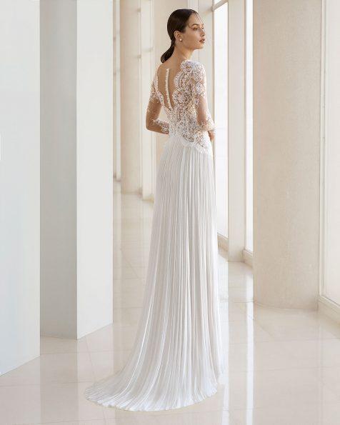Vestido de novia corte recto de encaje, pedrería y falda de muselina de seda. Escote deep-plunge y manga larga. Disponible en color natural. Colección ROSA CLARA SOFT 2019.