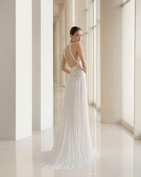 Vestido de novia corte recto de encaje y falda de muselina de seda. Escote halter y espalda escotada. Disponible en color natural. Colección ROSA CLARA SOFT 2019.
