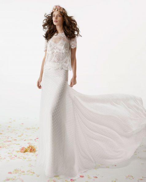 Vestido de novia estilo boho de dos piezas. Chaqueta de encaje y falda de bambula de topos. Disponible en color natural. Colección ROSA CLARA SOFT 2019.