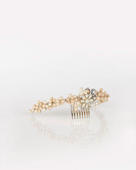 Copricapo da sposa in resina e metallo con decorazione di strass, colore carne. Collezione ROSA CLARA COUTURE 2020.