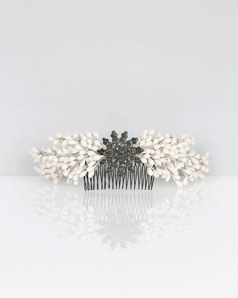 Corona joia de núvia de porcellana i cristall, amb adorn de fermall pedreria Swarosky de color blanc/negre. Col·lecció ROSA CLARA COUTURE 2020.