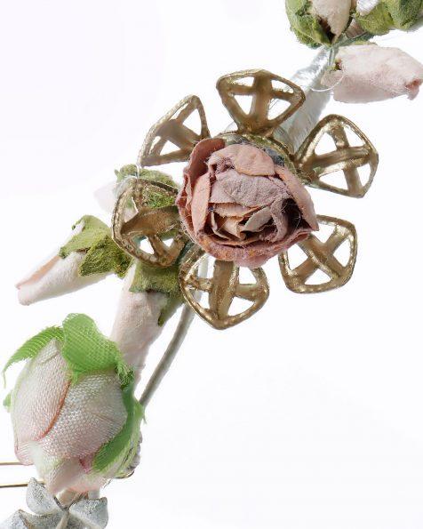 Toucado de noiva com flores, adorno de brilhantes e metal. Disponível em versão multicolor. Coleção ROSA CLARA COUTURE 2020.