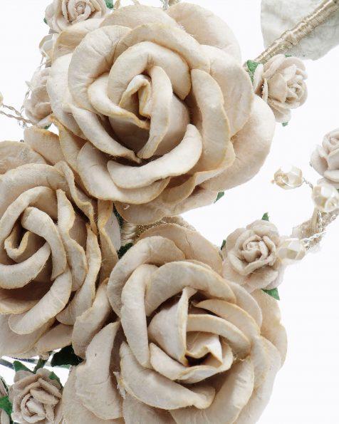 Pinta de núvia amb flors i adorn de pedreria. Disponible en color natural, nude, blau i rosa. Col·lecció ROSA CLARA COUTURE 2020.
