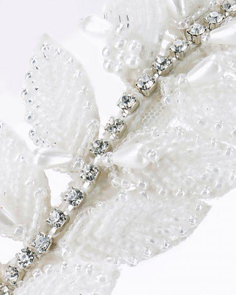 Travessa de noiva com folhas de brilhantes. Disponível em cor natural. Coleção ROSA CLARA COUTURE 2020.