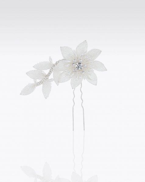 Punzón de novia con flor en pedrería. Disponible en color natural. Colección ROSA CLARA COUTURE 2020.