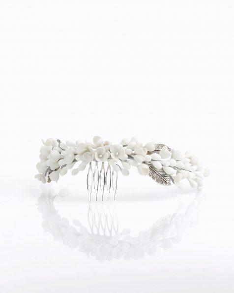 Coroa de noiva de porcelana e metal. Disponível em branco e nude. Coleção ROSA CLARA COUTURE 2020.