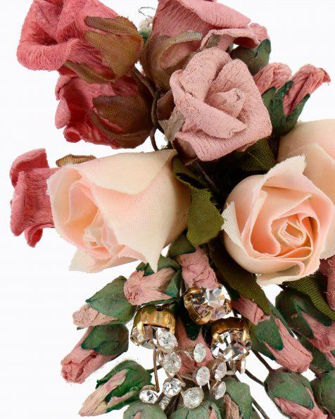 Toucado de noiva em flores de papel. Com adorno de brilhantes. Coleção ROSA CLARA COUTURE 2020.