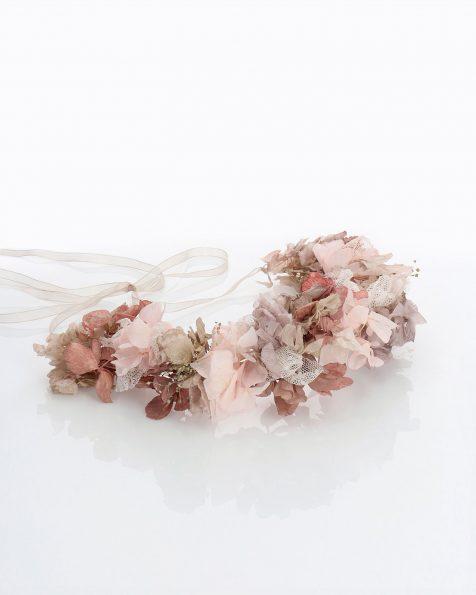 Brautkopfschmuck mit echter Blüte und Tupfentüll. Mit Organza-Bändern. Kollektion ROSA CLARA COUTURE 2020.