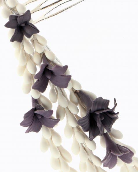 Coroa de noiva com tiras, pistilos e folhas de porcelana. Coleção ROSA CLARA COUTURE 2020.