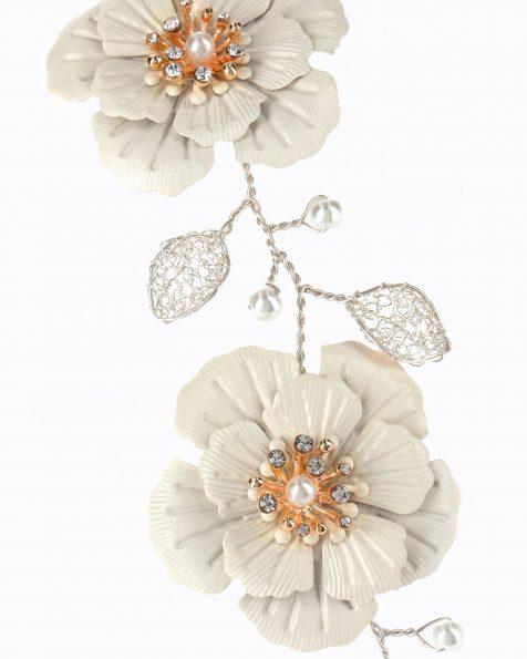 Brautkopfschmuck aus Silber. Verziert mit Metallblumen und Glasperlen. Kollektion ROSA CLARA COUTURE 2020.