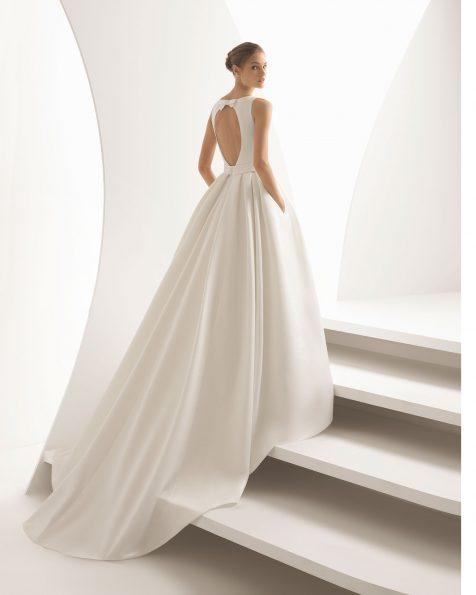 Classic-style Ottoman wedding dress with bateau neckline, teardrop back and detachable overskirt. 2020 ROSA CLARA Collection.