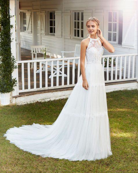 Vestit de núvia estil boho tall línia A de tul amb blonda. Escot hàlter i esquena amb blonda. Col·lecció ROSA CLARA 2020.