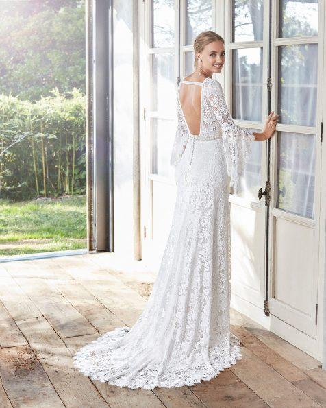 A-Linien-Brautkleid im Boho-Stil aus Spitze. V-Ausschnitt, lange Ärmel und tief ausgeschnittener Rücken. Kollektion ROSA CLARA 2020.