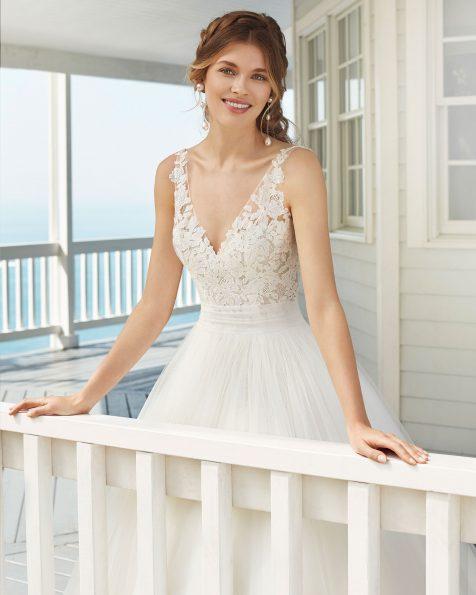 Vestido de noiva estilo linha A de tule e renda. Decote e costas em V. Coleção ROSA CLARA 2020.
