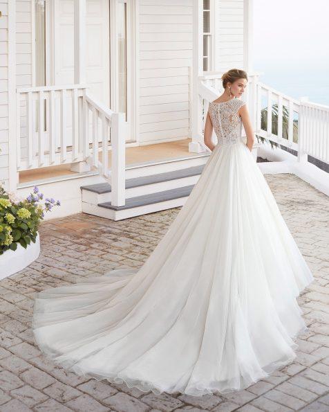 Vestido de novia estilo línea A de tul y encaje pedrería. Escote redondo y espalda cerrada de encaje y pedrería. Colección ROSA CLARA 2020.
