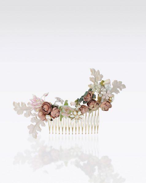 Travessa de noiva com flores, adorno de brilhantes e metal. Disponível em versão multicolor. Coleção ROSA CLARA COUTURE 2020.