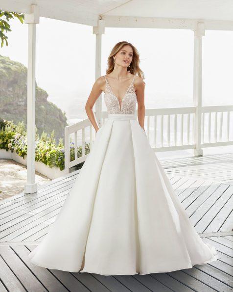 .2020 مجموعة فساتين ROSA CLARA فستان زفاف ذو تصميم كلاسيكي من الدانتيل والغازار والمزيّن بالخرز. صدّار وفتحة ظهر كبيرة.