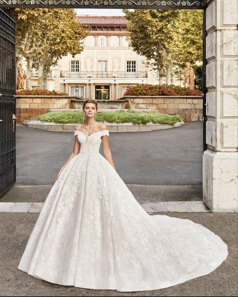 Vestido de novia estilo princesa de encaje y pedrería. Escote envolvente y espalda con corsé y falda maxi volumen. Colección MARTHA BLANC 2020.