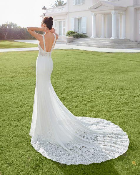 Vestit de núvia tall sirena de georgette elàstic i blonda pedreria. Escot hàlter amb esquena escotada. Col·lecció ROSA CLARA 2020.
