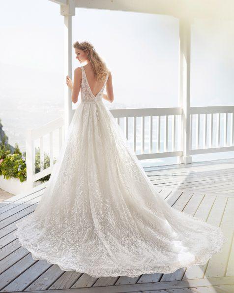 Vestit de núvia estil línia A de blonda i pedreria. Escot i esquena en V. Col·lecció ROSA CLARA 2020.