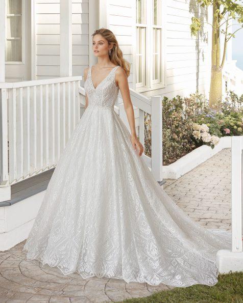 Vestido de noiva estilo linha A de renda e brilhantes. Decote e costas em V. Coleção ROSA CLARA 2020.