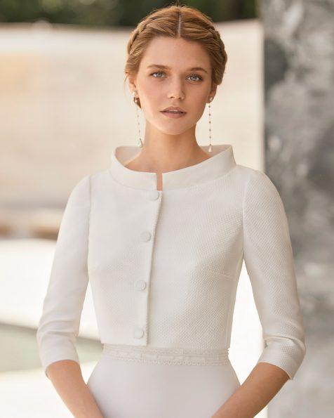 .2021 مجموعة فساتين ROSA CLARA COUTURE سترة زفاف متعدّدة الطيّات. ذو ياقة عالية وأكمام ثلاثة أرباع.