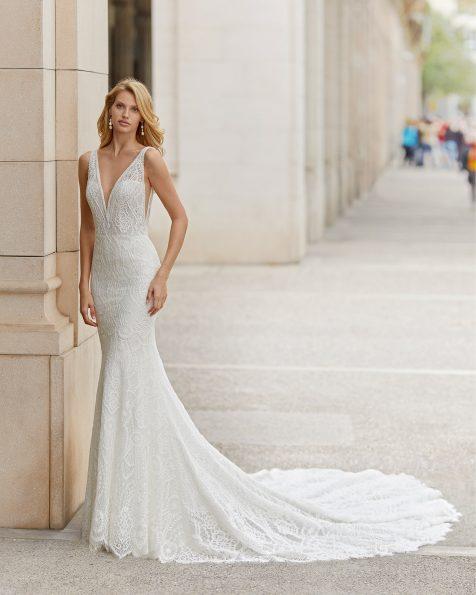 Vestit de núvia tall sirena de blonda i pedreria en escot i cisa. Escot deep-plunge i esquena en V. Col·lecció ROSA CLARA 2021.